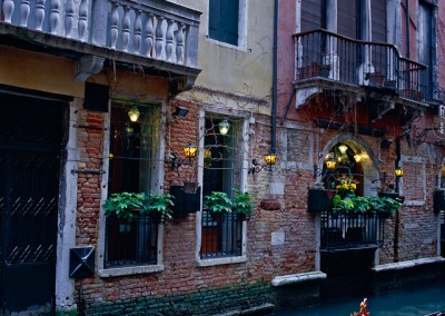 617 Venice gondolas and restaurant