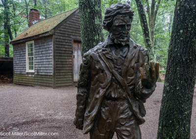 08877 08880 Statue of Henry David Thoreau & cabin replica at Walden Pond State Reservation, Concord, MA