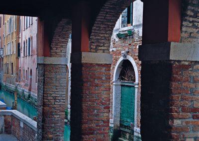 618 Venice canal