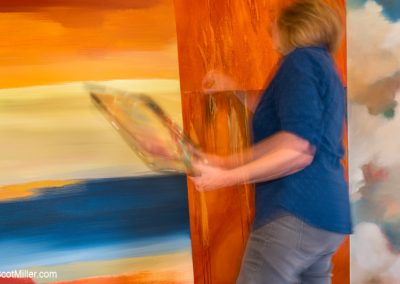 00954 Aertist/painter in motion