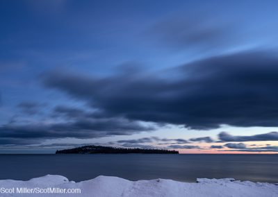 02643 Winter dusk, Lake Superior, Grand Portage National Monument, Minnesota